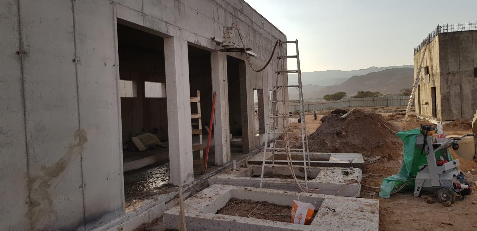 חב4ר4ת יהלום מקבוצת המחסן למקצוען מבצעת עבודות ניסור בטון וקידוח בטון בכל איזור אילת והערבה. החברה מבצעת גם עבודות הריסת מבנים, שאיבת חול שינויים בממדים ועבודות בטון נוספות.